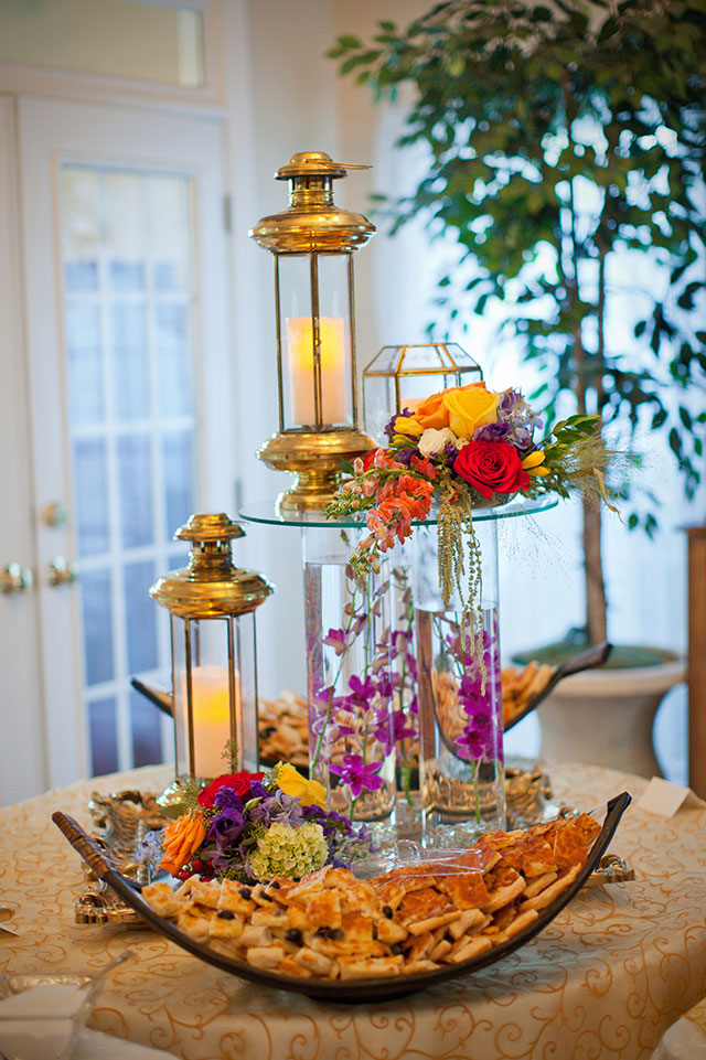 photo ideas for wedding party - Indoor food table display